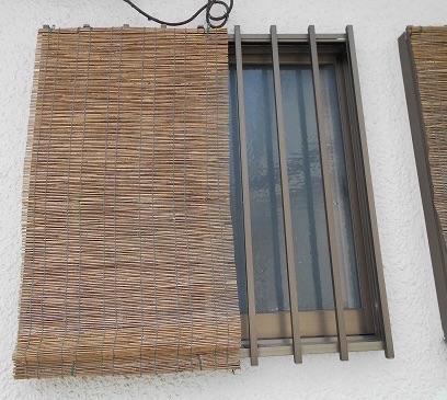 小さい窓の防犯対策・台風対策 可動ルーバー面格子を取付け