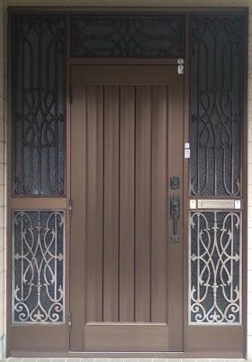 壁を壊さず、新しい玄関ドアへ交換