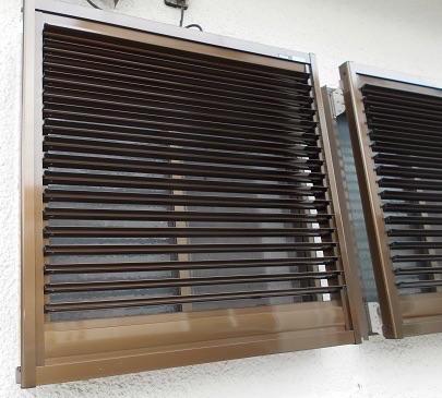 キッチンの小窓にエコ面格子を設置