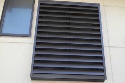 洗面所やトイレの窓にも目隠し可動ルーバーがおすすめの理由