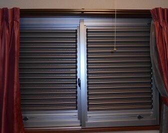 シャッターや雨戸が取付けられない窓にはセフティルーバーがおすすめ