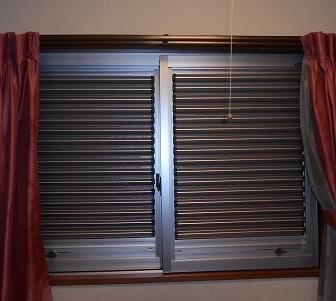 室内につけるエコ雨戸 セーフティルーバー