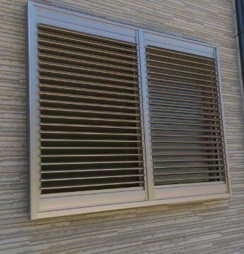 面格子を取付けて窓の防犯対策