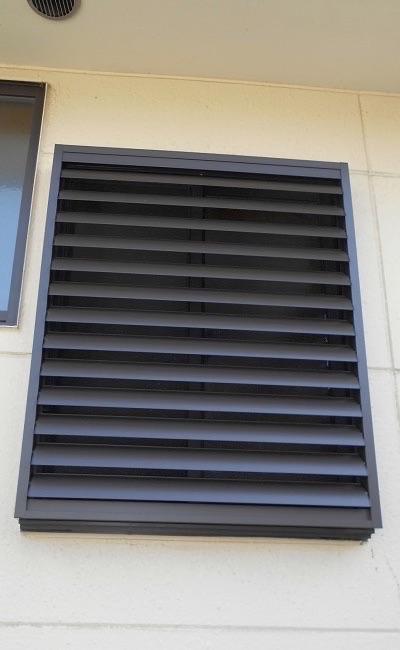 目隠しルーバーで窓の防犯対策